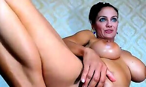 Stacked cougar with a wonderful ass drills her juicy holes