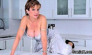 Unfaithful british mature lady sonia flaunts her giant boobi