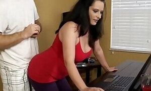 MILF's computer skillz only matched by her beauty
