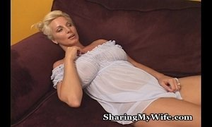 This Older Babe Is Super Hot xVideos