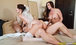 FFM family threesome with sexy bride Diamond Foxx & stepmother Evelin Stone AnalDin