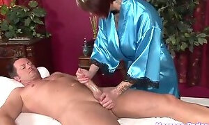 Stunning Chick does does dick massage