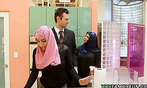 Virgin Hijabi Girl Fucked By Step-Dad