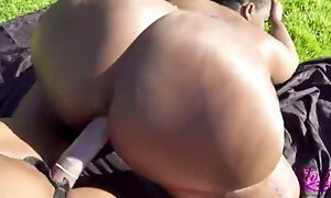 Anisasothick and victoria cakes squirt together