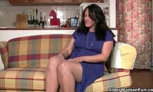 British granny works her pantyhosed old pussy xVideos