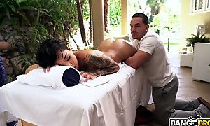 Young masseur cant resist sex-appeal ebony hottie Honey Gold and fucks her hard