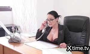 Italian business woman hiring a man because of big dick xVideos