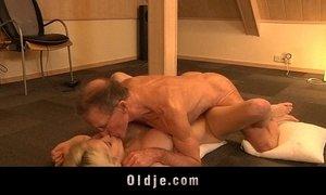 Big old dick screws horny girly Tiffany xVideos