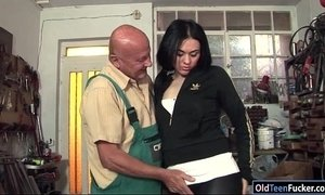 Romanian Marsha Cortez sucks and fucking old bike repairman xVideos