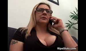 Hot and sexy blonde bimbo blows jizzster