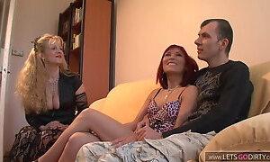 Berliner junge fickt mit seiner Freundin und Stiefmutter