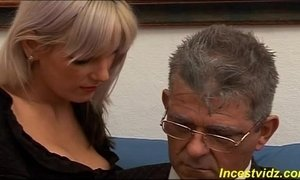 Daddy banged fucks his cute daughter on sofa xVideos