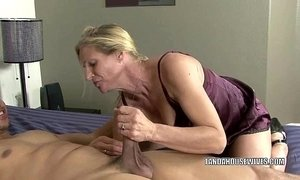 Mature slut Violet fucks a black dude xVideos