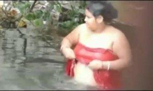 tamil aunty bath xVideos