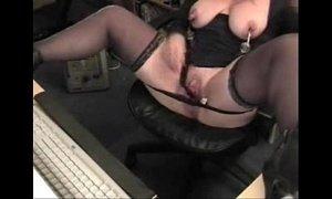 Cute slut granny has fun on computer. Amateur xVideos