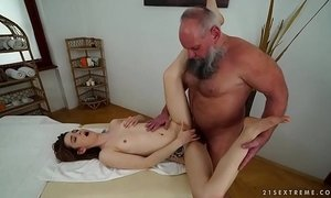 Older man fucks her younger massage client xVideos