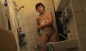 Czech milf Jindriska fully nude in bathroom