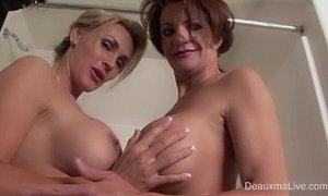Deauxma & Tanya Tate Shower During Live Show! xVideos